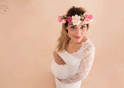 Femme enceinte couronne de fleurs