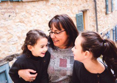Grand mère et petites filles