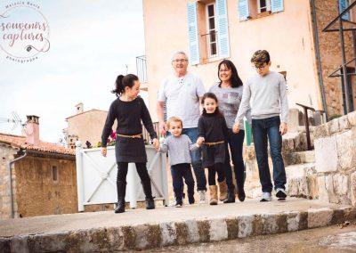 Photo grands parents et petits enfants